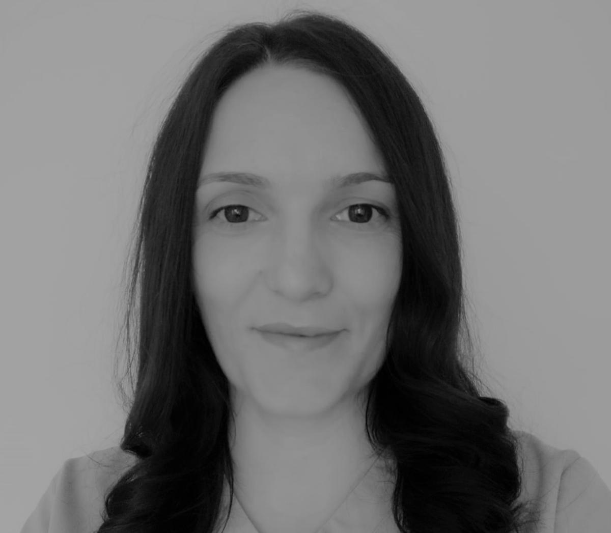 https://flossandsmile.co.uk/wp-content/uploads/2021/02/Floss-and-Smile_team-04-1.png